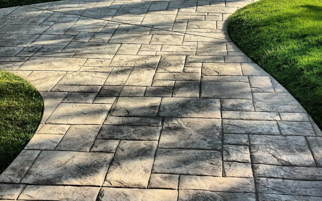 Front Walkway Landscaping Ideas for Commercial Outdoor Spaces